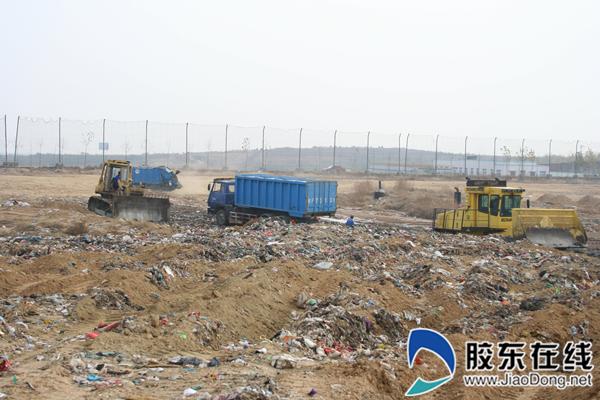 生活垃圾填埋覆土作业