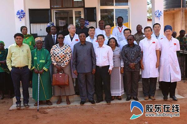 王强(二排右三)-和坦桑总理、省长等合影