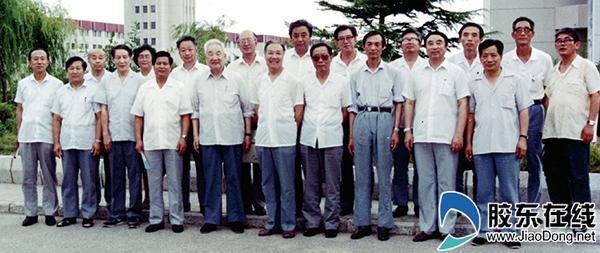 参加北京大学、清华大学支援烟台大学建设指导委员会第二次会议的领导同志合影_副本