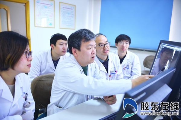 邹海东带教青年医生