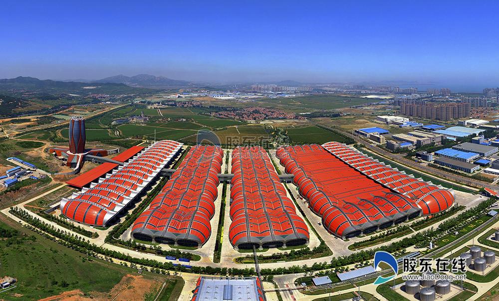 """18、 《煙臺張裕葡萄酒城》 煙臺是世界七大優質葡萄海岸之一、亞洲唯一的""""國際葡萄?葡萄酒城""""、中國最大的葡萄和葡萄酒生產基地。(李剛)_副本"""
