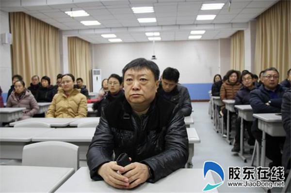龙口一中东校师生观看庆祝改革开放40周年大会