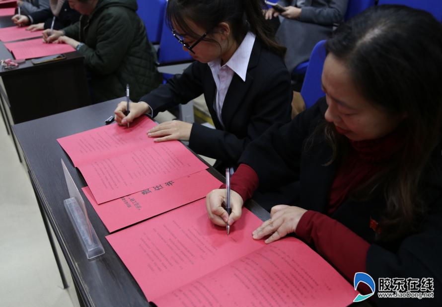 城建学校举办青蓝工程谢师会暨师徒结对签约仪式1