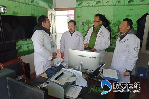 """曹伯峰等援藏医疗队员共同迎接聂拉木县人民医院""""一甲""""评审"""