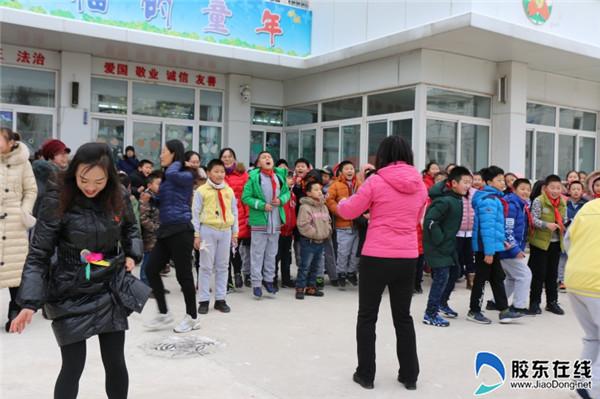 新石路小学举行冬季跳绳踢毽大赛2
