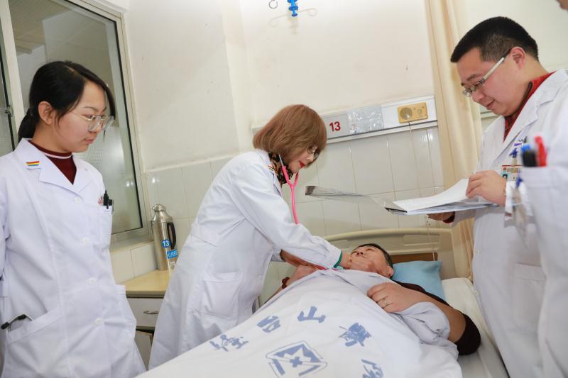 烟台山医院心内科范金英主任医师为高血压患者诊治