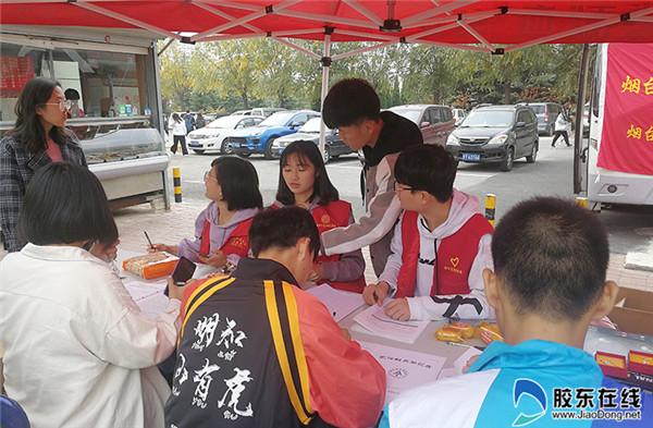 青年志愿者协会在现场维持秩序