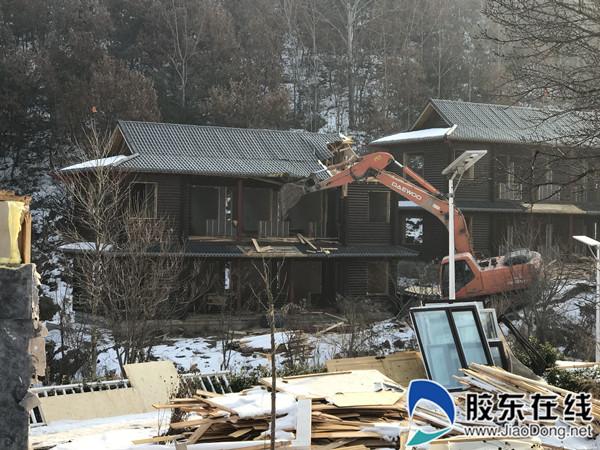 莱山区拆违工作高歌猛进 一天拆除两处违法建筑