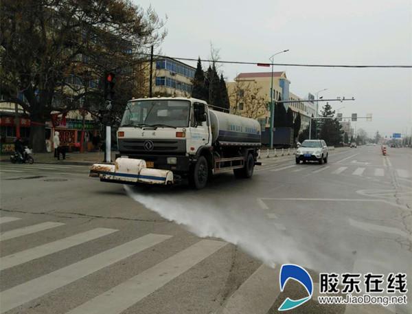 各保洁作业公司集中所有机械化车辆,积极应对重污染天气