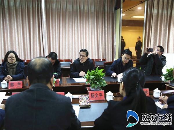 重庆市巫山县教育考察团来龙口一中考察交流