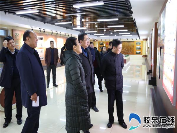 重庆市巫山县教育考察团来龙口一中考察交流1