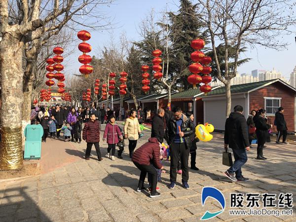 """""""正月初一至初五,我们会在动物园正门内广场开展转盘抽奖互动活动"""