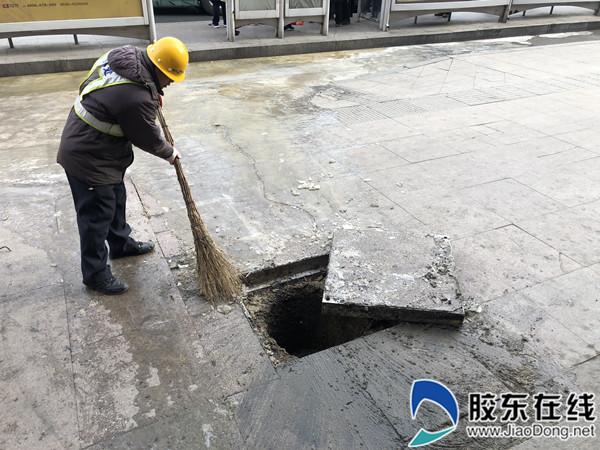 问题处理完成后,养护队工作人员会对污水井周围进行清扫