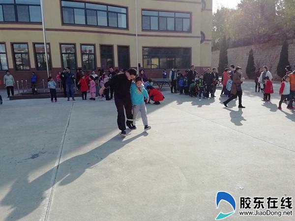 莱山区前七夼小学举办亲子运动会1_副本