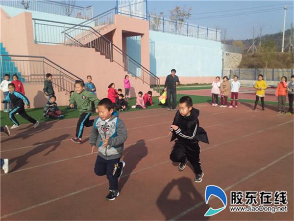 兜余中心小学举行体质健康达标运动会2