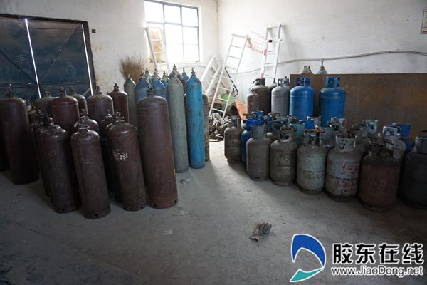 """潜伏的""""螺丝瓶"""" 过期18年的必威燃气罐仍在正常使用"""