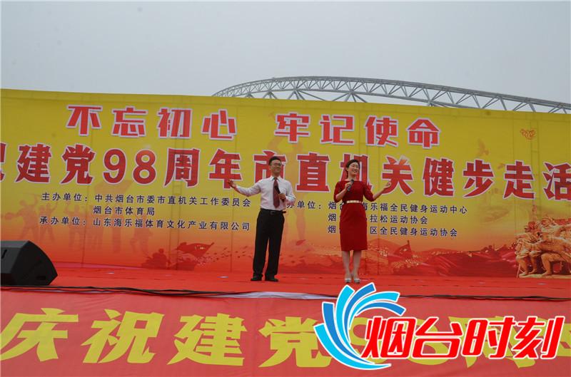 """歌手领唱""""没有共产党就没有新中国"""""""