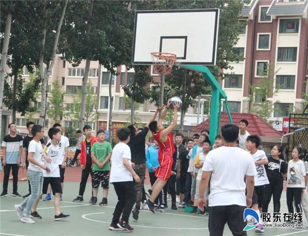 东方外国语实验学校篮球比赛丰富校园生活