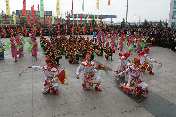 44海阳大秧歌的节庆广场演出