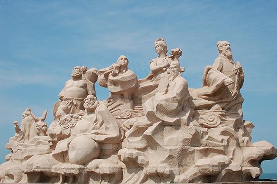 55八仙雕塑 张小丽摄