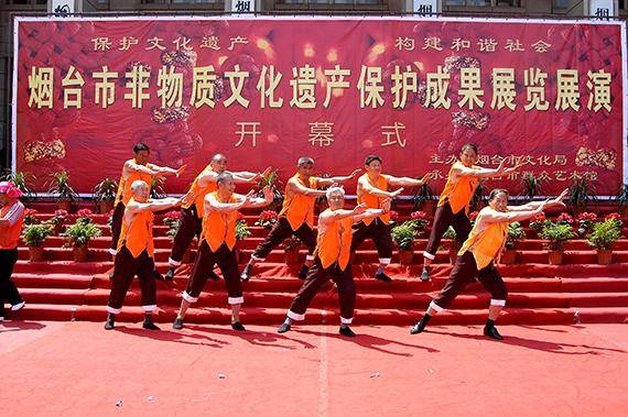 44图5  2007年6月渔号传承人参加烟台市非物质文化遗产展演,荣获优秀表演奖  (摄影:赵芳)