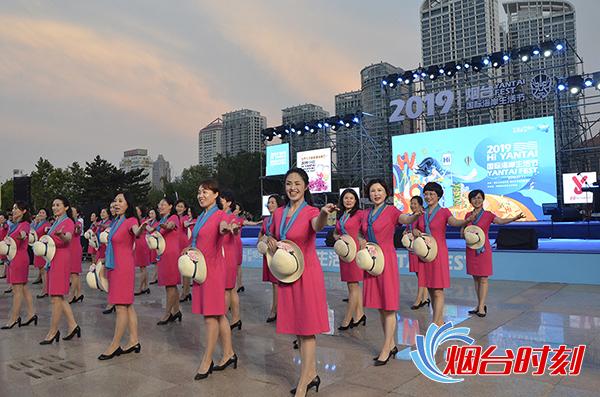 千千阙女子合唱团方阵为大会助兴