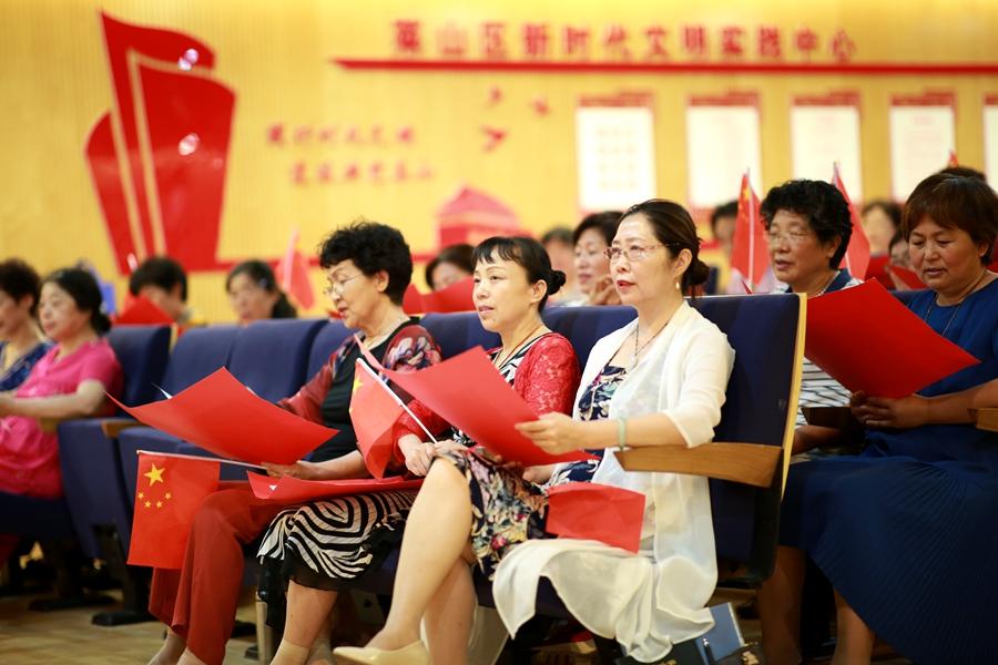 《为新时代的中国朗读》祖国啊 亿万颗心在燃烧 莱山区文化馆公益朗读