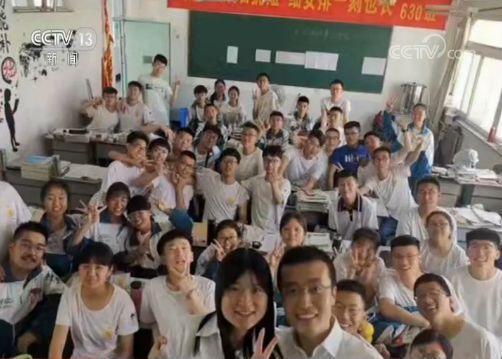高三学生�y..�.��(N�_高考后带领学生1800公里骑行 来看\