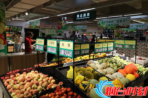 超市内摆放的新鲜水果