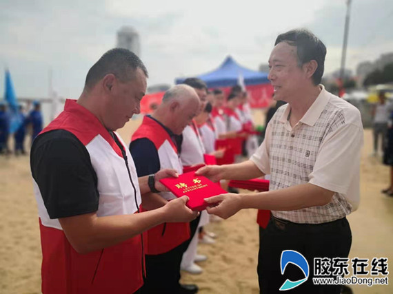 红十字救护培训志愿讲师团颁发聘书
