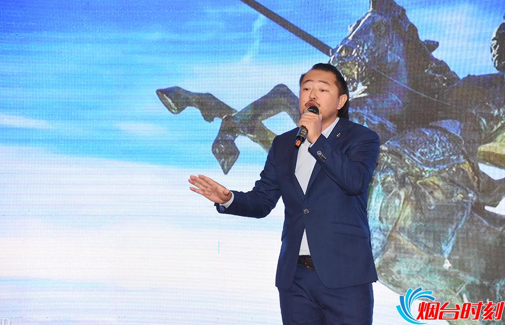 呼和牧人演唱他作曲,刘静作词的《我爱你烟台》。