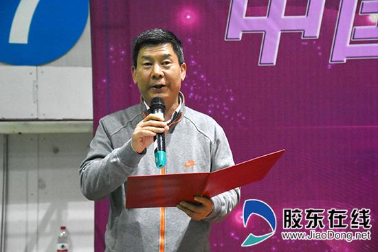 中国光大银行烟台分行副行长唐宁宣布运动会胜利闭幕