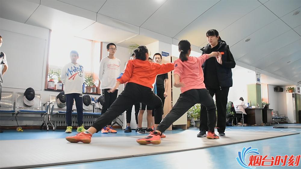 李吉凤指导队员训练