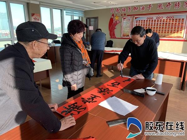 """汇泉社区开展""""迎新春、写对联、送祝福""""活动"""