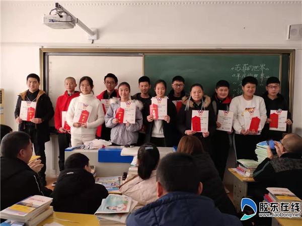 学习优胜者获得东方励志奖学金