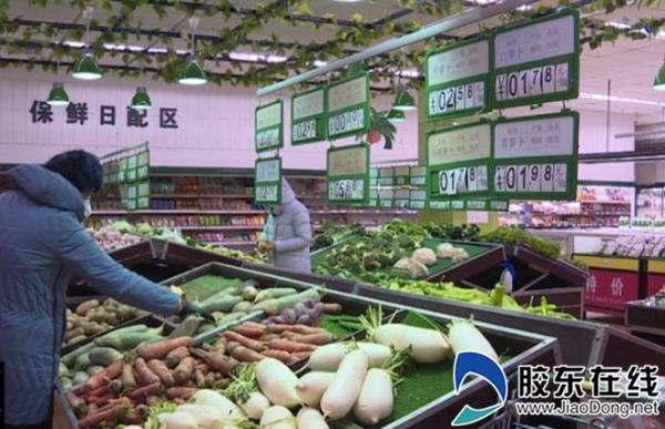 市民在超市��I果蔬