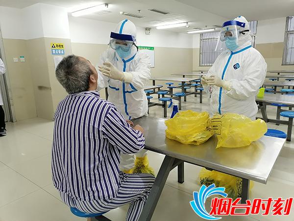 病院工作人员和住院患者接受核酸检测1