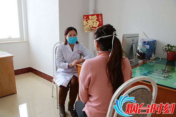 病院心理专家对疫情一线医务人员进行心理咨询 (2)