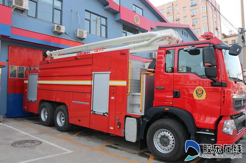 德丰食品有限公司捐赠的高喷消防车