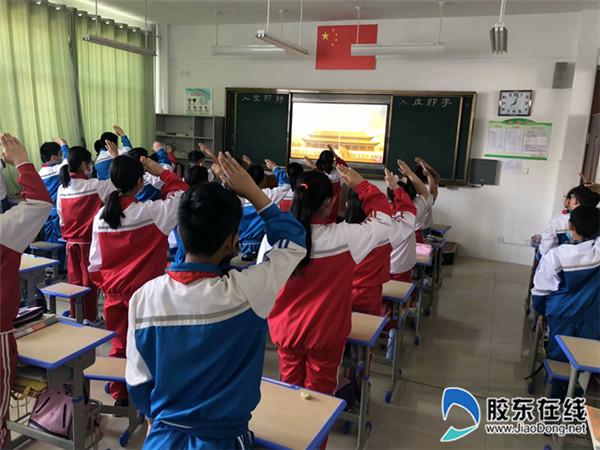 让红领巾更鲜艳――莱州市文昌小学开展队日活动