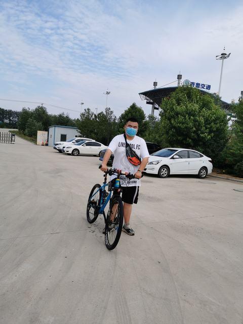 招远北站赵顺利活动当天骑自行车上下班