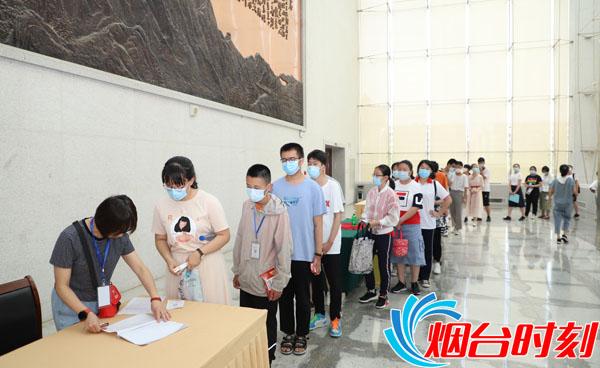 6学生排队登记信息