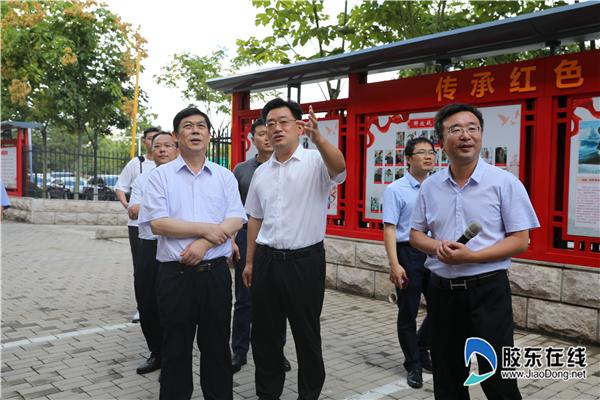 国家退役军人办事中心主任张培祥(前排左一)一行在莱山区退役军人办事中心参不雅观视察 (3)