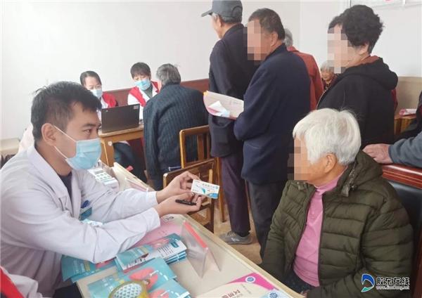 莱州市第二人民病院医护人员指导村民合理用药