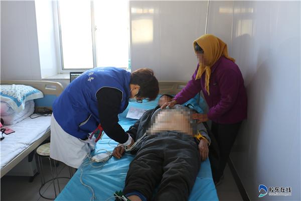 蓬莱区第二人民病院医疗队到大辛店镇大夺沟村义诊1