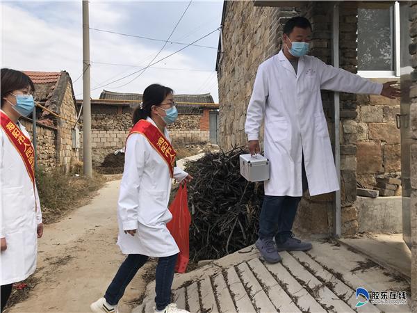 医疗队为行动不便的村民上门义诊