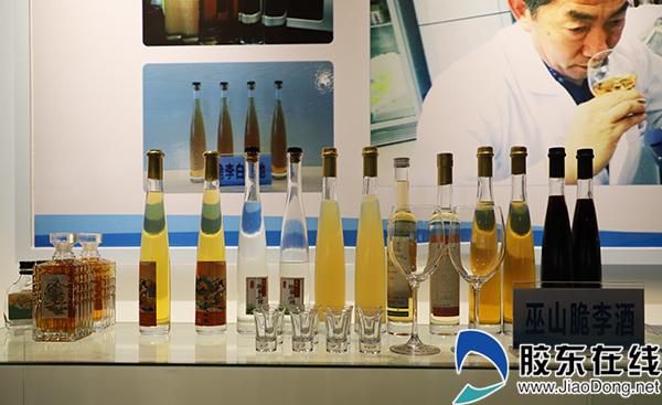 烟台博士团队以巫山脆李为原料研发的脆李酒。