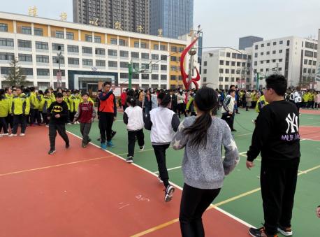 """天富官网测速地址烟台开发区二中开展""""阳光体育节""""活动"""